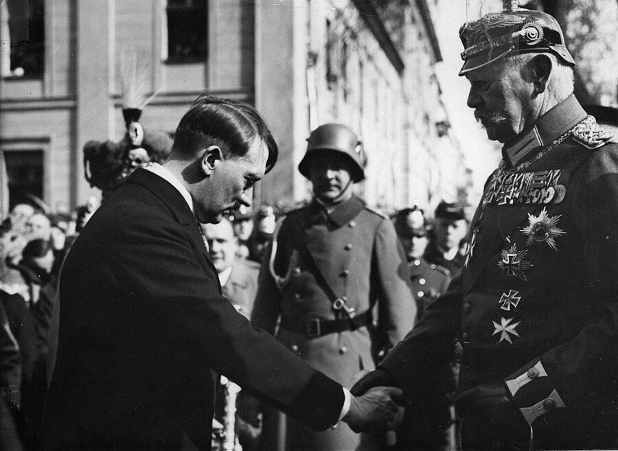 30 Gennaio 1933 – Adolf Hitler giura come cancelliere