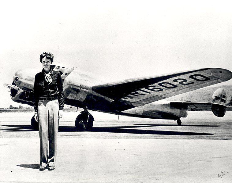 11 Gennaio 1935 – Amelia Earhart è la prima aviatrice ad attraversare il Pacifico, dalle Hawaii alla California.